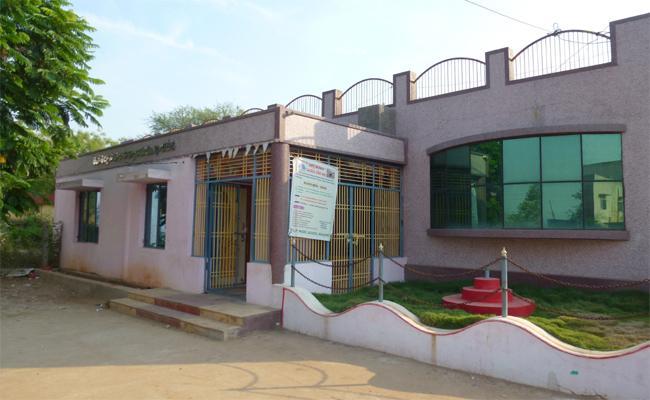 Allegations of corruption In Revenue Office At kazipet, kadapa - Sakshi