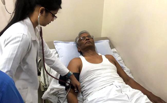 Karnataka Congress MLA admitts in hospital in Mumbai - Sakshi