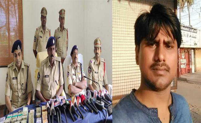 Police Arrested Person Who looted 9 lakhs From His Office In Gajuvaka - Sakshi