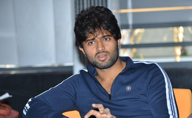 Vijay Devarakonda Sensational Comments on Lip Lock Scenes  - Sakshi