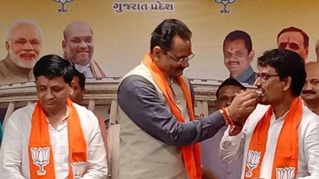 Former Gujarat Congress MLA Alpesh Thakor Aide Dhaval Sinh Zala Join BJP - Sakshi