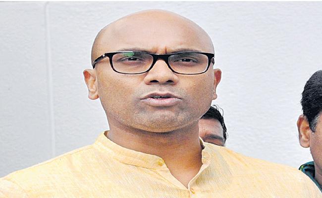 Telangana BJP MPS Slams On CM KCR For Municipal Elections - Sakshi