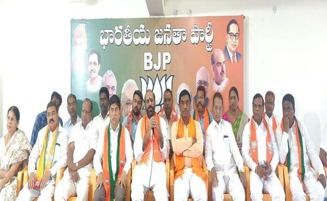 Congress Became So Weak In India Said BJP Former Minister In Nizamabad - Sakshi