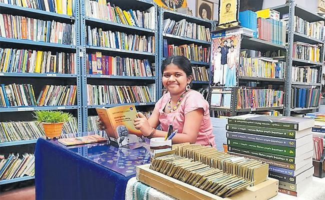 Smallest Librarian Yashoda Special Story - Sakshi