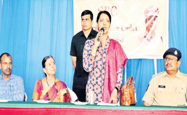 Medak SP Chandana Deepti Introduced Student Police Cadet System - Sakshi