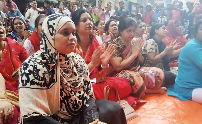 Ishrat Jahan Threatened for Wearing Hijab to Hanuman Chalisa Recital - Sakshi