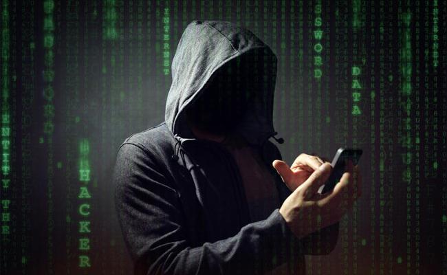 Fraudsters Looted Vijayawada Based Man With The Help Of UPI & Any Desk App - Sakshi