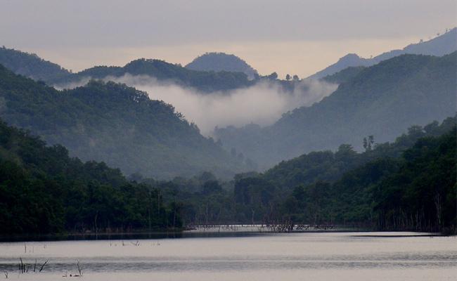 Pleasant View Cloud Touches Green Hills In East Godavari - Sakshi