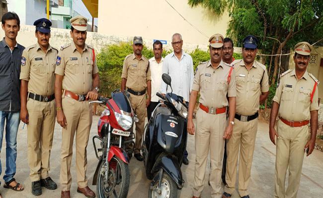 Man Arrested For Stealing Two Wheeler In Warangal - Sakshi
