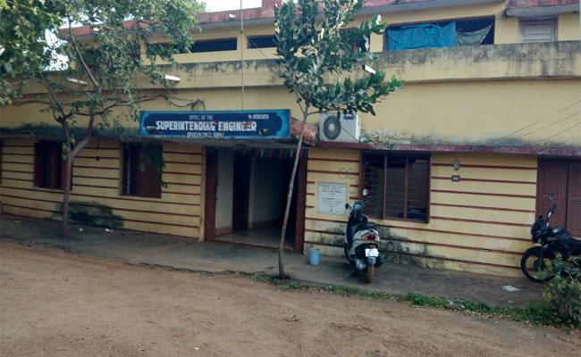 irregularities In Bobbili Irrigation office - Sakshi