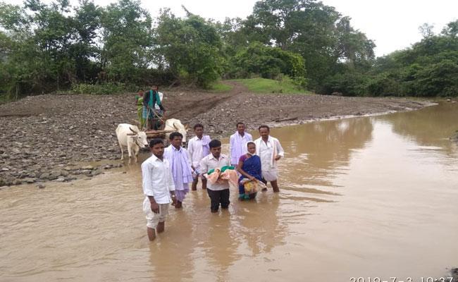 People worried About No Facilities In Mallengi Mandal - Sakshi