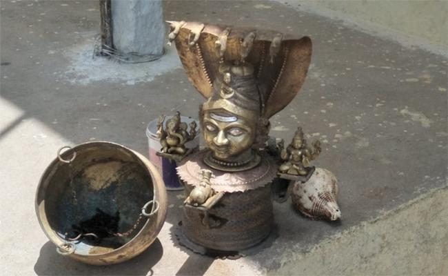 Antique Statues and Pooja Items Were Found when the House was Torn Down in Yadagiri Gutta - Sakshi