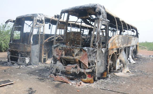 KMBT Private Travels Two Buses Were Destroyed By Fire - Sakshi
