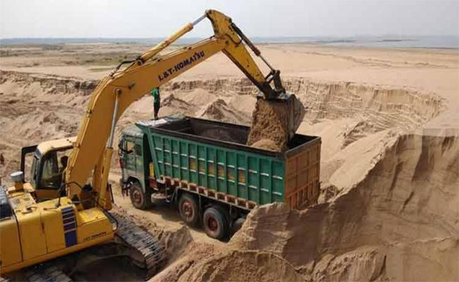 Chief Minister YS Jaganmohan Reddys Government Is Pushing For A New Policy To Curb The Sand Mafia - Sakshi