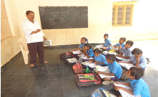 Retired HMs And A Retired Teacher Work In Rajampet Zone - Sakshi