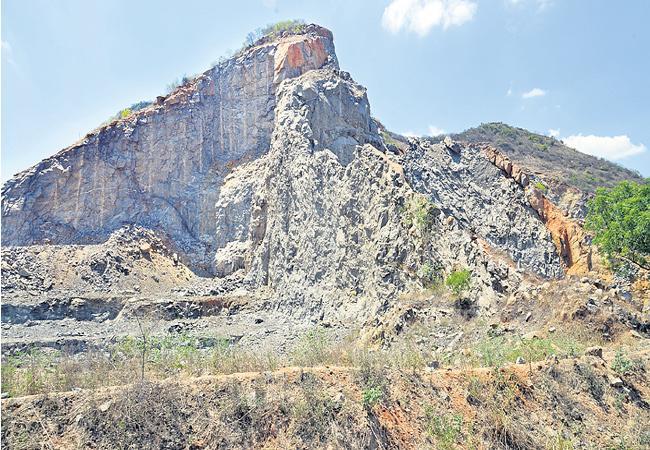 Mining Mafia In Kondapalli Reserve Forest Krishna District - Sakshi