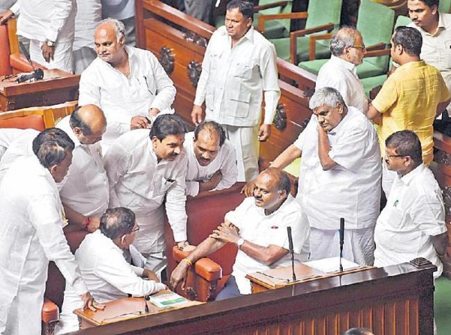 Karnataka Governor asks Kumaraswamy to prove majority - Sakshi