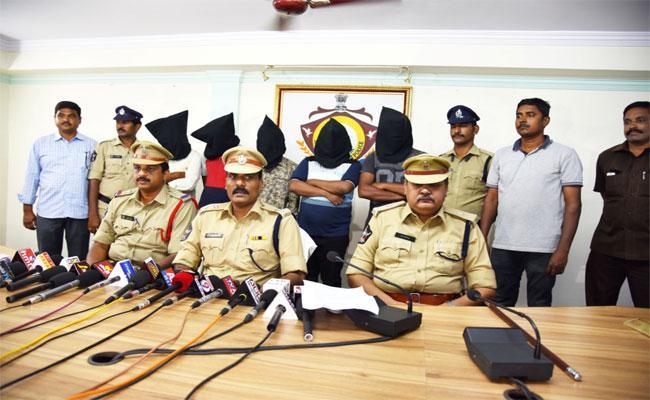People Arrested For Cricket Betting In Rajam Town, Srikakulam - Sakshi