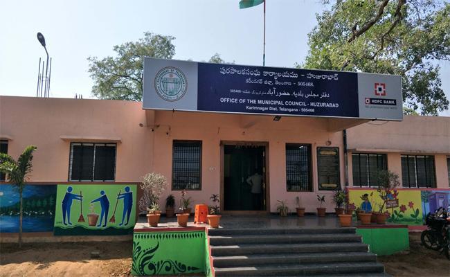 Municipal elections Fight In Huzurabad - Sakshi