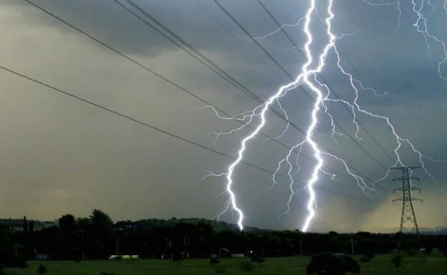 8 Children Killed Someone Injured By Lightning In Bihar - Sakshi