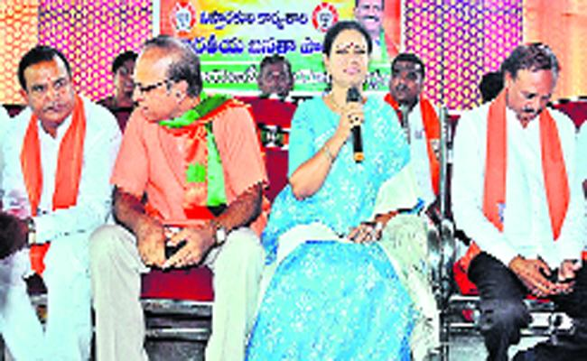 Distribution of Pensions Out of Fear of Defeat: DK Aruna - Sakshi