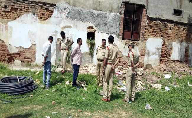 Huge Theft at a Gold Shop in Nizamabad District - Sakshi