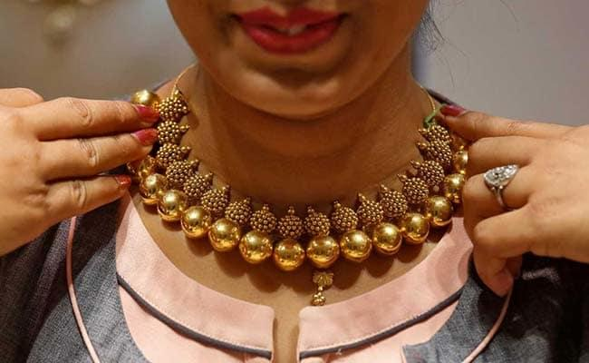 Gold prices jump on Fed rate cut hopes   - Sakshi