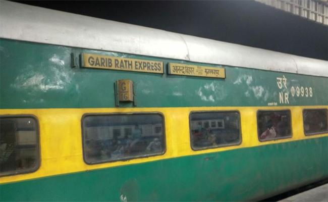Central Government Confusion On Garib Rath Trains - Sakshi