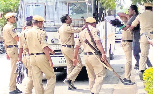 Remand Prisoner Strange Behave in Chanchalguda Jail - Sakshi