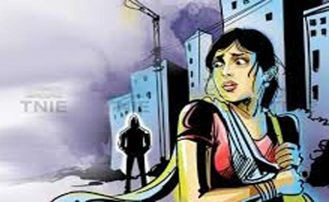 Auto Driver& His Wife Targets The Lone Women For Easy Money In Guntur Distict - Sakshi