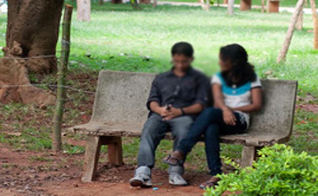 Wife Complaint on Husband in Tamil nadu - Sakshi