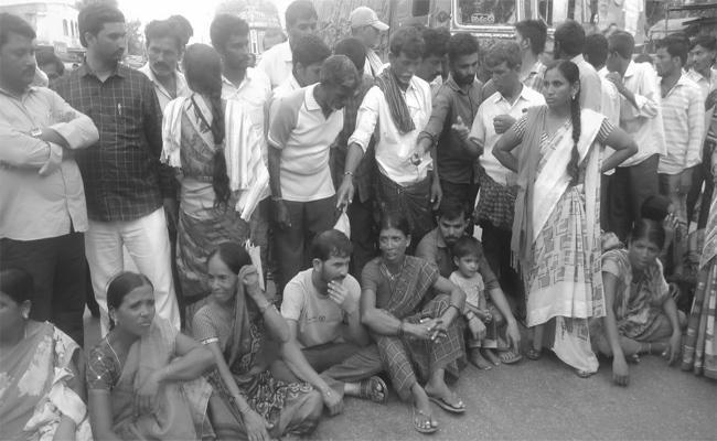 women died In Hospital Doctors Negligency In warangal - Sakshi