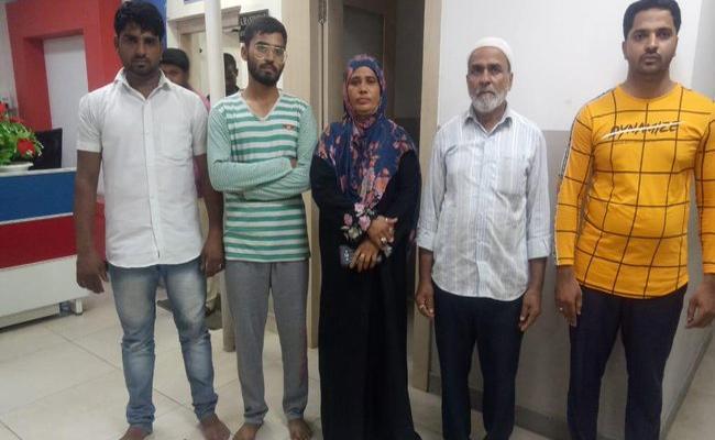 Three Men Misbehavior With Traffic Staff Arrested In Hyderabad - Sakshi