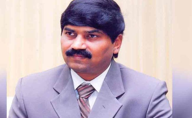 PVGD Prasad Reddy Recieves Grand Welcome In Visakhapatnam - Sakshi