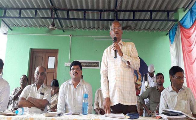 Farmers Protesting About Kalyanapuloa Reservior In Visakhapatnam - Sakshi