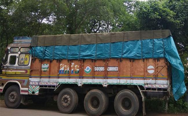 Ration Rice Illegal Transport to Maharastra From Warangal - Sakshi