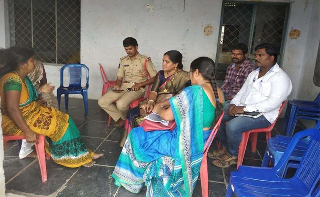 Three Men Committee Visitation Of Farmer's Family Prakasam - Sakshi