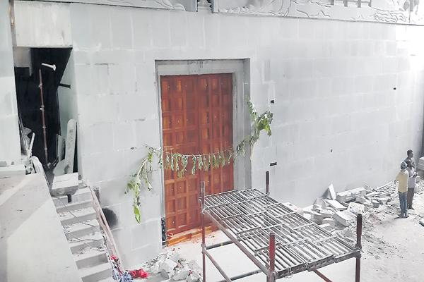 Three doors to Yadadri temple - Sakshi