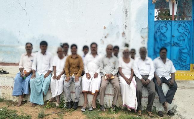 Seed Distribution Late In West Godavari - Sakshi
