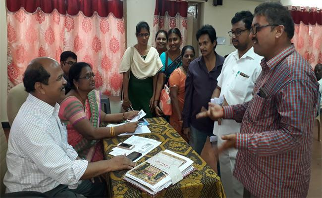 Teachers Fight For Promotions In DEO Office  In Krishna  - Sakshi