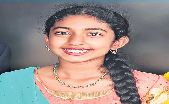 Special Story On Girl Sarayu Performed Different Arts - Sakshi