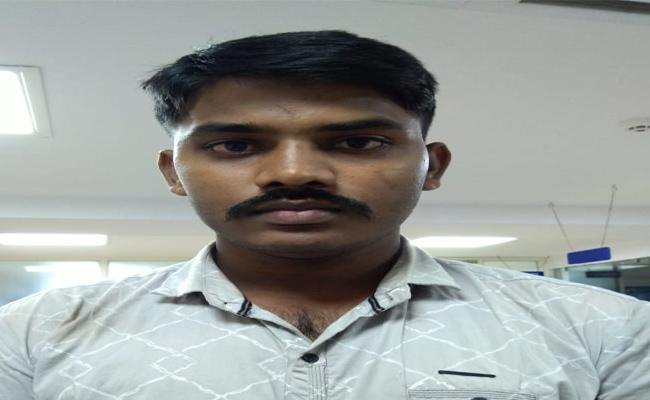 Stole Nearly Rs 80000 From His Roommates Account Through The Mobikwick App - Sakshi