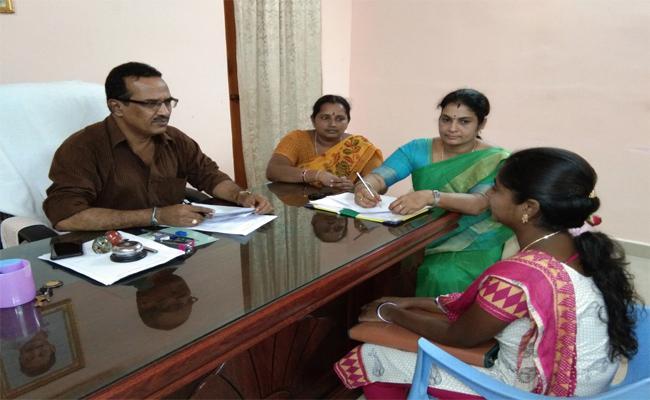 Interviews Of Village Volunteers Attending Higher Education Candidates - Sakshi