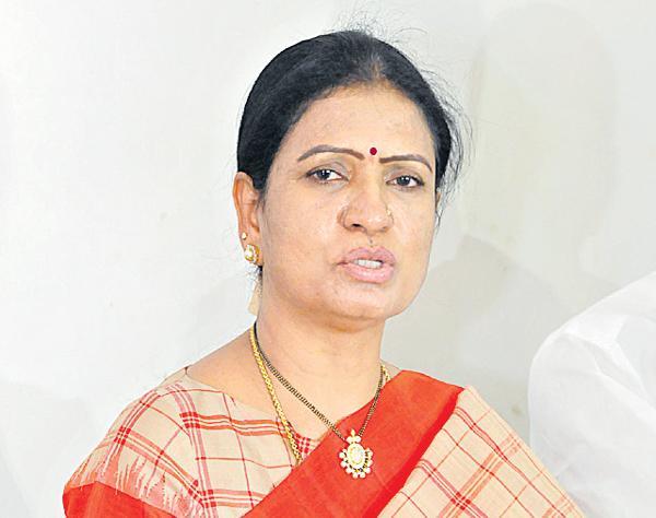 DK Aruna Comments On CM KCR - Sakshi