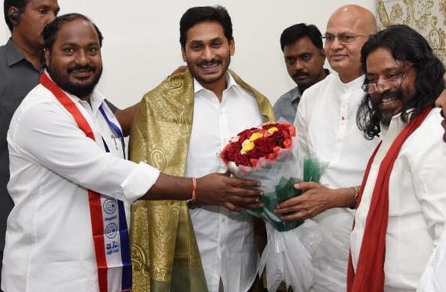 Justice Eswaraiah Meets CM YS Jagan - Sakshi