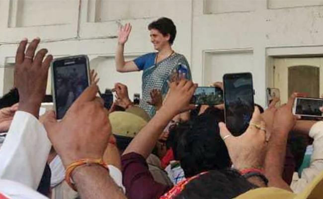 After Meeting Victims Of UP Shootout Priyanka Gandhi I Will Be Back - Sakshi