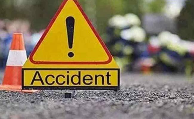 9 Students Killed In Road Accident On Pune Solapur Highway In Maharashtra - Sakshi