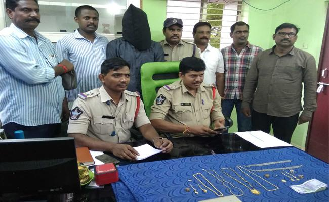 Thief Arrested In West Godavari District - Sakshi