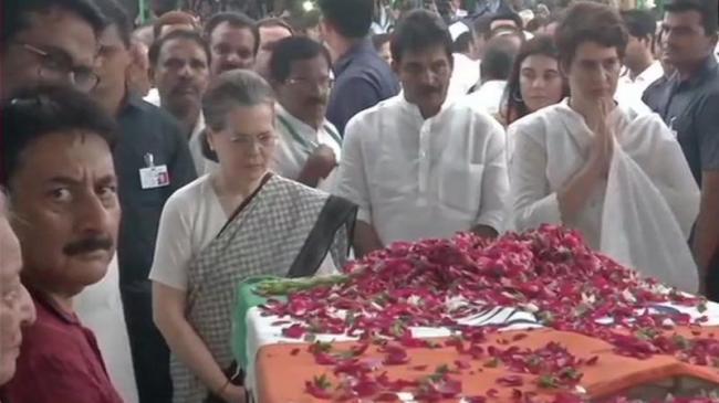 Sheila Dikshits Body Brought To Congress Office - Sakshi