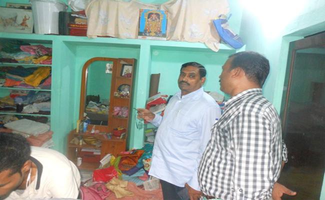 Massive Theft In Teachers Homes - Sakshi